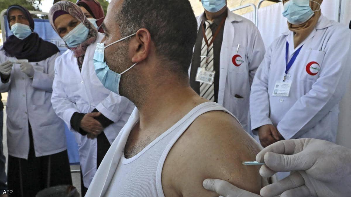 لا أموال.. تعثر مقلق في خطة التطعيم الفلسطينية ضد كورونا