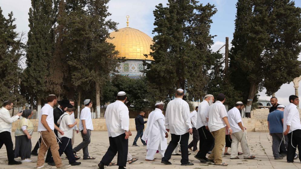 عشرات المستوطنين يتقدمهم وزير إسرائيلي يقتحمون المسجد الأقصى