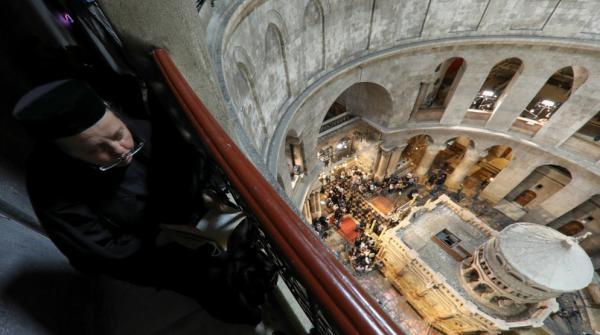 الأردن يدين الاعتداء الاسرائيلي على مسيحيين بمحيط كنيسة القيامة في القدس