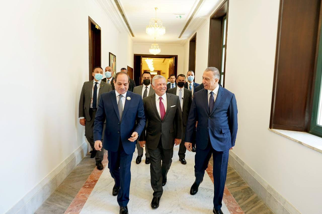 الملك يلتقي الرئيس المصري في بغداد